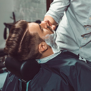 demo-attachment-146-hipster-client-visiting-barber-shop-P349LDW